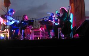 Yaza Merhaba Konseri : Janet & Jak Esim